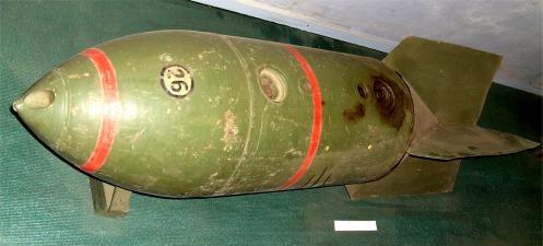 Τα Γερμανικά βομβαρδιστικά καθέτου εφορμήσεως (STUKA) έφεραν δύο τέτοιες βόμβες. Λόγω της αντοχής που επέδειξαν οι ελληνικές οχυρώσεις τις αντικατέστησαν με βόμβες των 500 κιλών. Πηγή: wikipedia