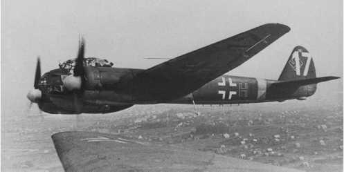 Το δικινητήριο βομβαρδιστικό Ju88 ήταν το «παιδί για όλες τις δουλειές» της Γερμανικής αεροπορίας. Χρησιμοποιήθηκε και σαν βομβαρδιστικό καθέτου εφορμήσεως με μέτρια αποτελέσματα γιατί ο σκελετός δεν άντεχε τις έντονες καταπονήσεις τις απότομης ανόδου.